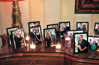 picture-frame-wedding-favors-with-photos