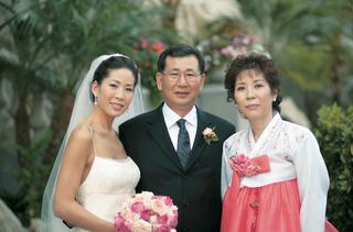traditional-korean-han-bek-dress-in-pink-and-white