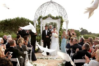 bride-and-groom-recessional-with-doves-flying