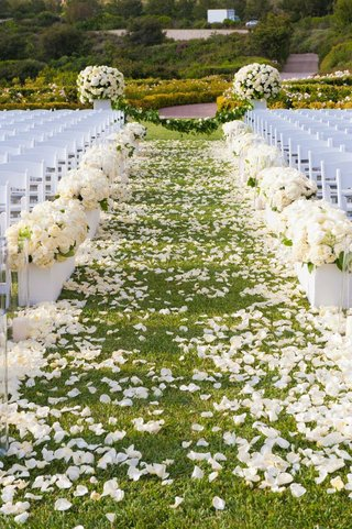 short-white-boxes-filled-with-ivory-floral-arrangements