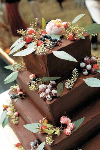 autumn-theme-chocolate-wedding-cake-with-sugar-fruit