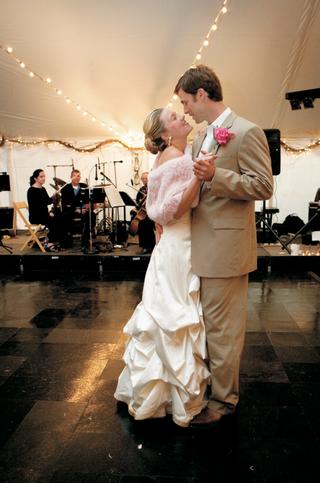 rustic-wedding-bride-and-groom-on-dance-floor