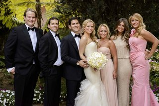 bride-and-groom-with-bridesmaids-and-groomsmen