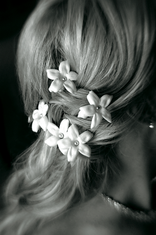 black-and-white-photo-of-white-flowers-in-bridal-braid