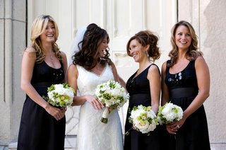 black-bridesmaid-dresses-and-small-nosegays