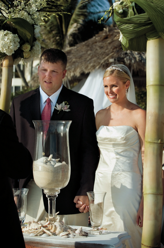 bride-and-groom-stand-at-altar-for-sand-ceremony