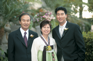 traditional-korean-han-bek-dress-in-green-and-white