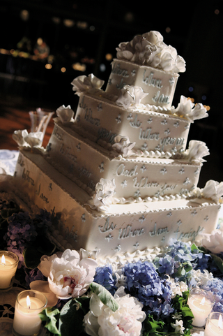 square-cake-decorated-with-blue-and-white-flowers