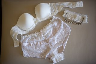 bridal-underwear-bra-and-garter
