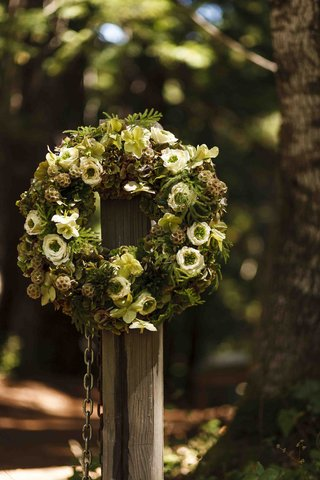 green-and-brown-rustic-wedding-wreath-at-entrance