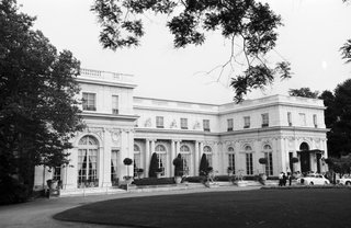 black-and-white-photo-of-rosecliff-mansion