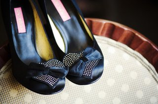 black-betsey-johnson-pumps-with-heart-and-bow-details