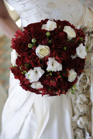 wedding-bouquet-with-rose-alstroemeria-and-berries