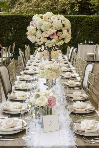 patterned-charger-plates-and-white-table-runner