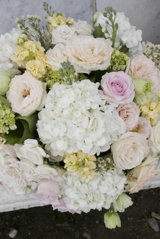 hydrangea-and-rose-summer-flower-centerpiece