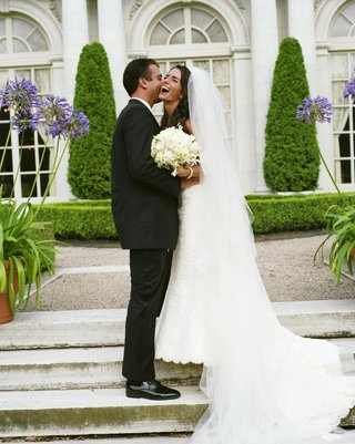 rosecliff-mansion-wedding-bride-and-groom