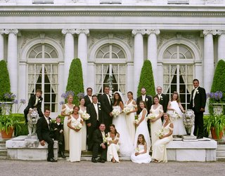 bride-and-groom-with-wedding-party-outside-mansion