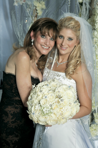 brides-mom-in-brown-dress-with-black-lace-overlay