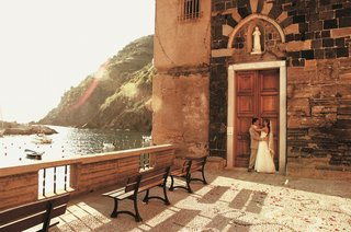 bride-and-groom-in-front-of-church-doors-in-italy