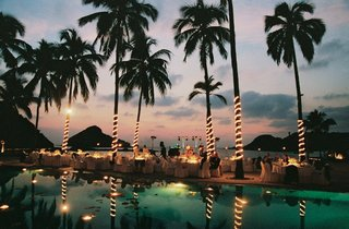 illuminated-palm-trees-and-a-live-band-with-view