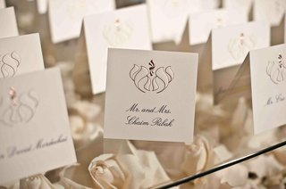 seating-cards-on-glass-table-with-bed-of-roses