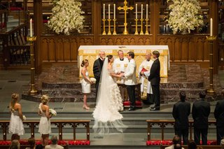white-and-gold-decorations-at-church-wedding