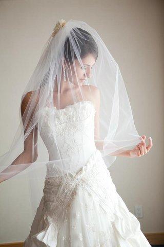 samuel-cirnansck-headpiece-and-wedding-dress