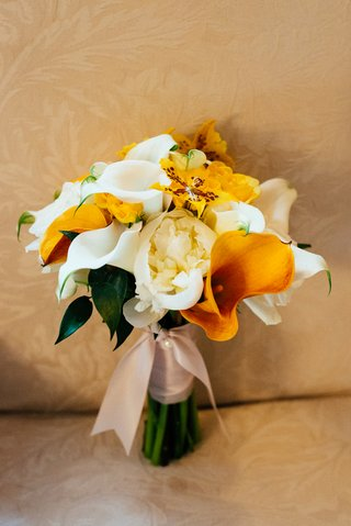 bridal-bouquet-with-orange-and-yellow-flowers