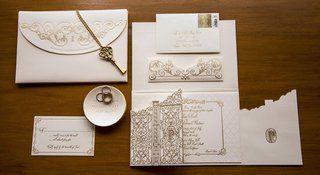 antique-gold-key-and-monogrammed-gate-invite