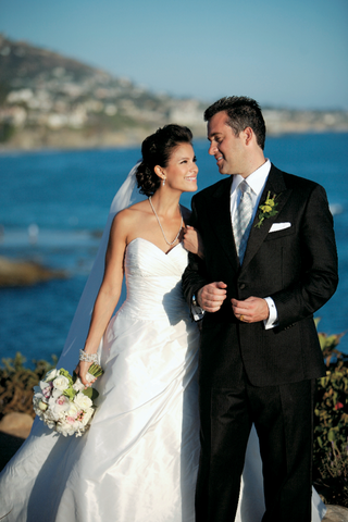 bride-and-groom-gaze-at-each-other-with-ocean-background