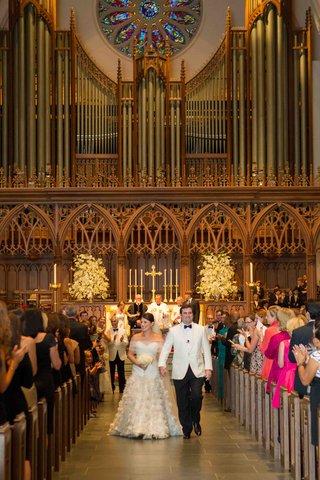 minimal-church-wedding-decorations-with-large-organ