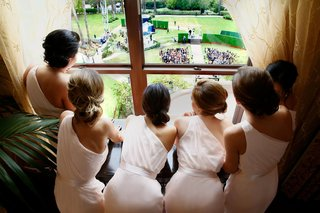 bridal-party-watching-ceremony-setup