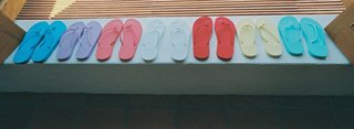 bridal-party-sandals-in-different-bright-colors