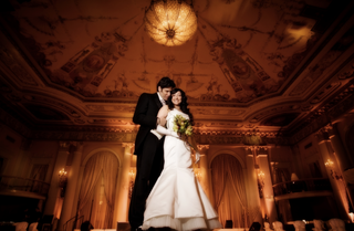 newlyweds-portrait-in-golden-reception-space