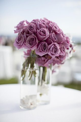 purple-pink-roses-in-clear-glass-vases