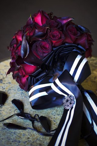 brides-bouquet-of-black-baccara-roses-and-magenta-calla-lilies-wrapped-in-black-and-white-ribbon