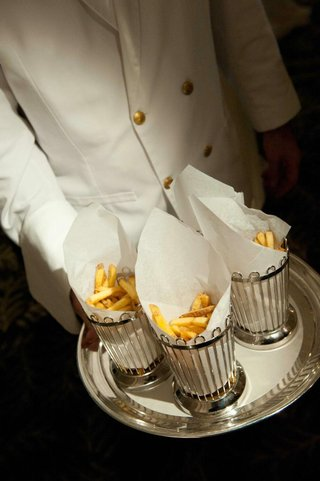wedding-reception-french-fry-late-night-snacks
