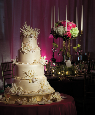 wedding-cake-decorated-with-seashells-and-coral
