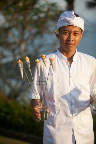 balinese-server-holds-sculpture-of-appetizer-cones