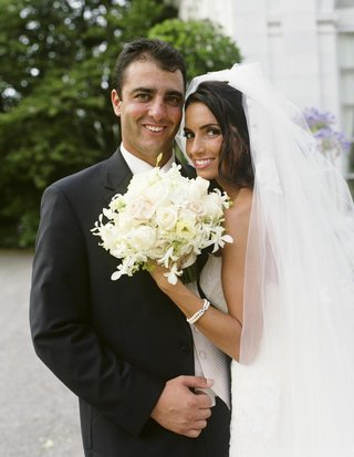bride-and-groom-headshot-with-bouquet