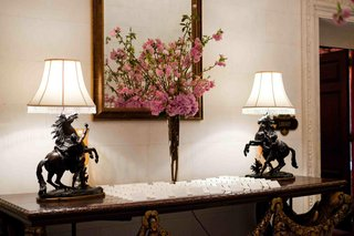 horse-lamps-next-to-white-seating-cards-and-pink-flowers