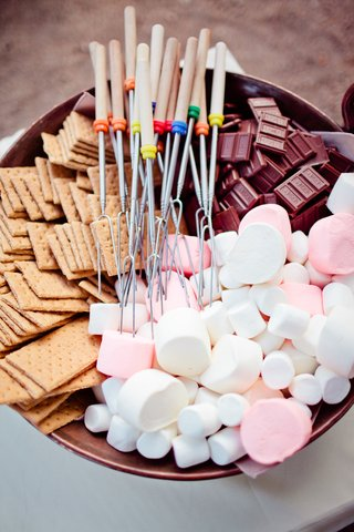 bowl-of-skewers-crackers-chocolate-and-marshmellows