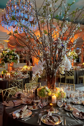 branch-centerpiece-with-white-flowers-in-ballroom