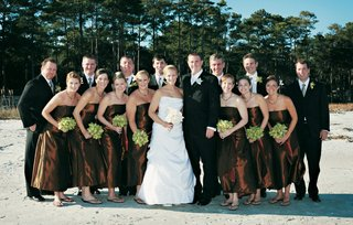 bridesmaids-in-sandals-and-groomsmen