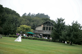 bride-makes-her-way-across-grass-to-carmel-lodge