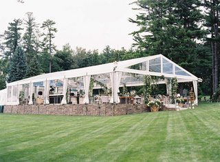 marriott-family-lake-house-tent-wedding-greenery-and-shabby-chic-furniture