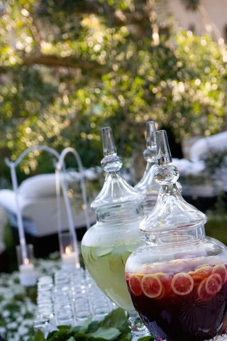 fresh-limeade-and-punch-with-oranges-at-wedding