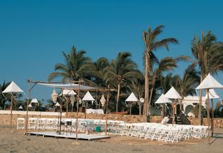 beach-wedding-in-acapulco-mexico