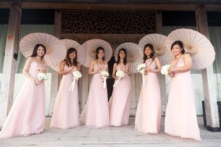 bridesmaids-in-pink-dresses-with-parasols