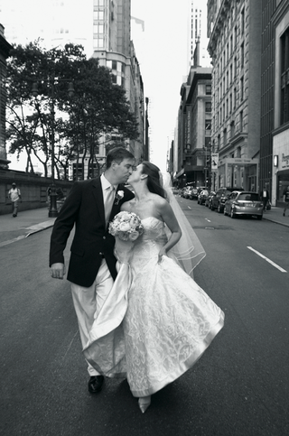 black-and-white-photo-of-newlyweds-in-street
